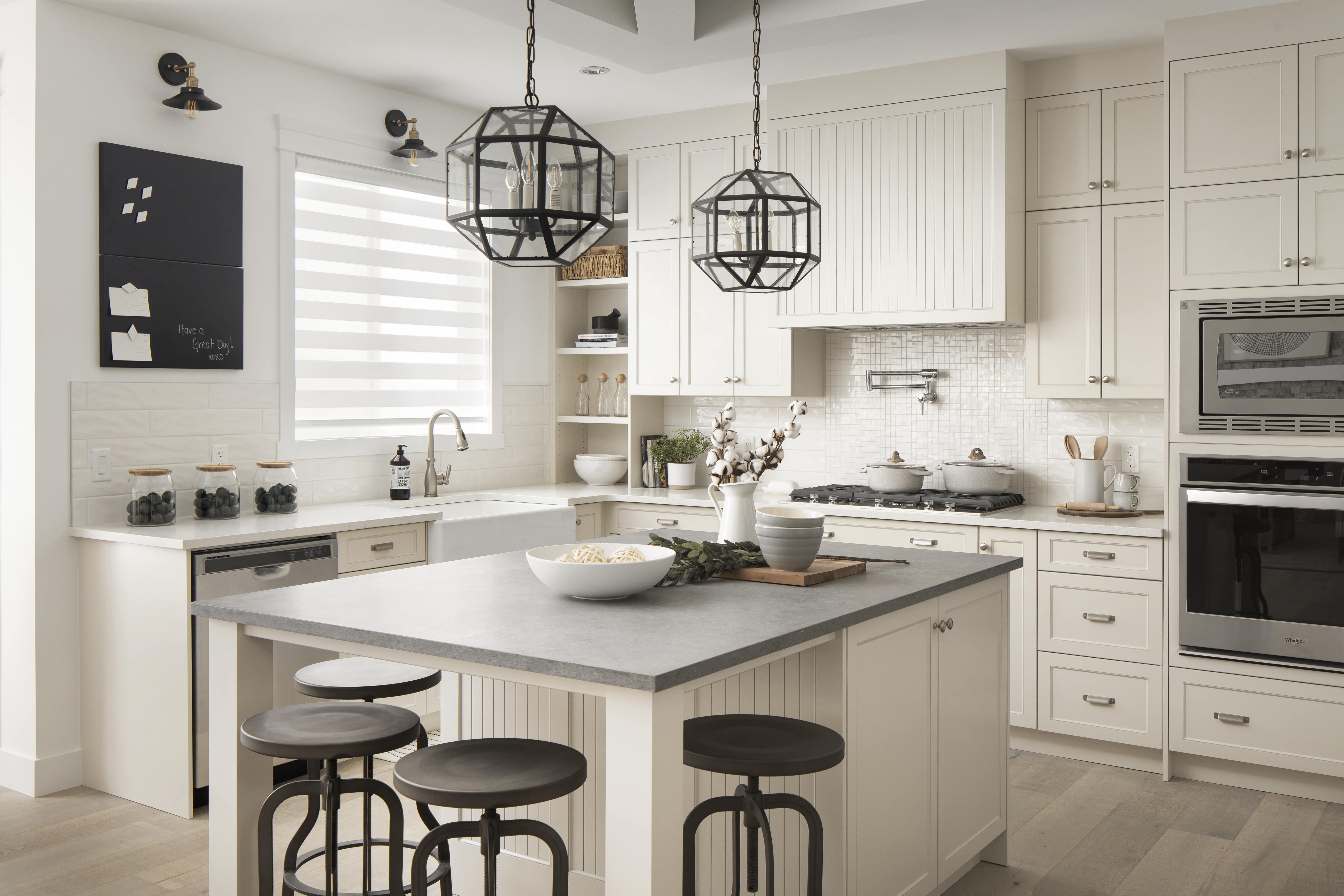 Luxuria_Homes_Builder_Calgary_Airdrie_Edmonton_Chestermere_Strathmore14-min