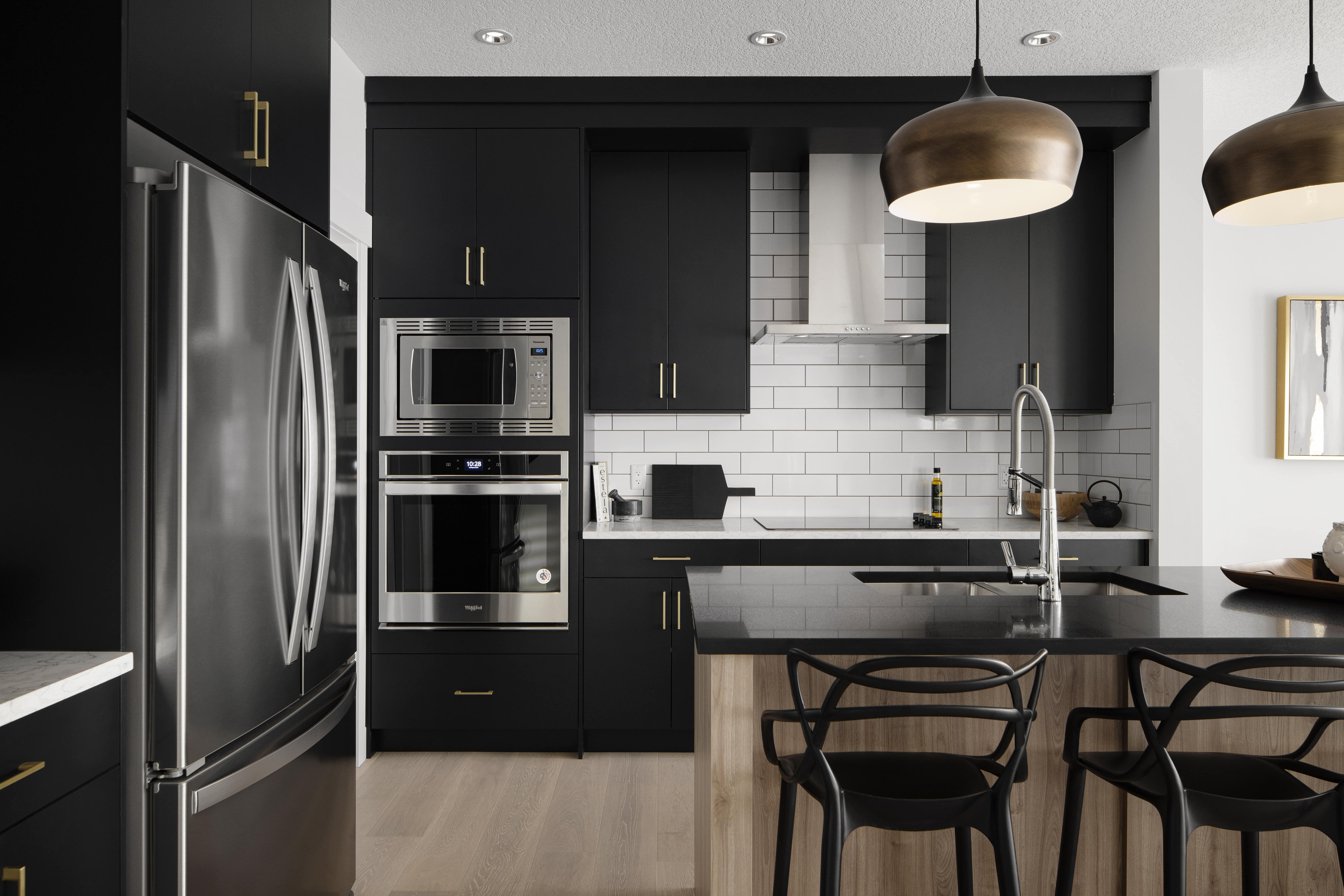 Luxuria_Homes_Builder_Calgary_Airdrie_Edmonton_Chestermere_Strathmore19-min