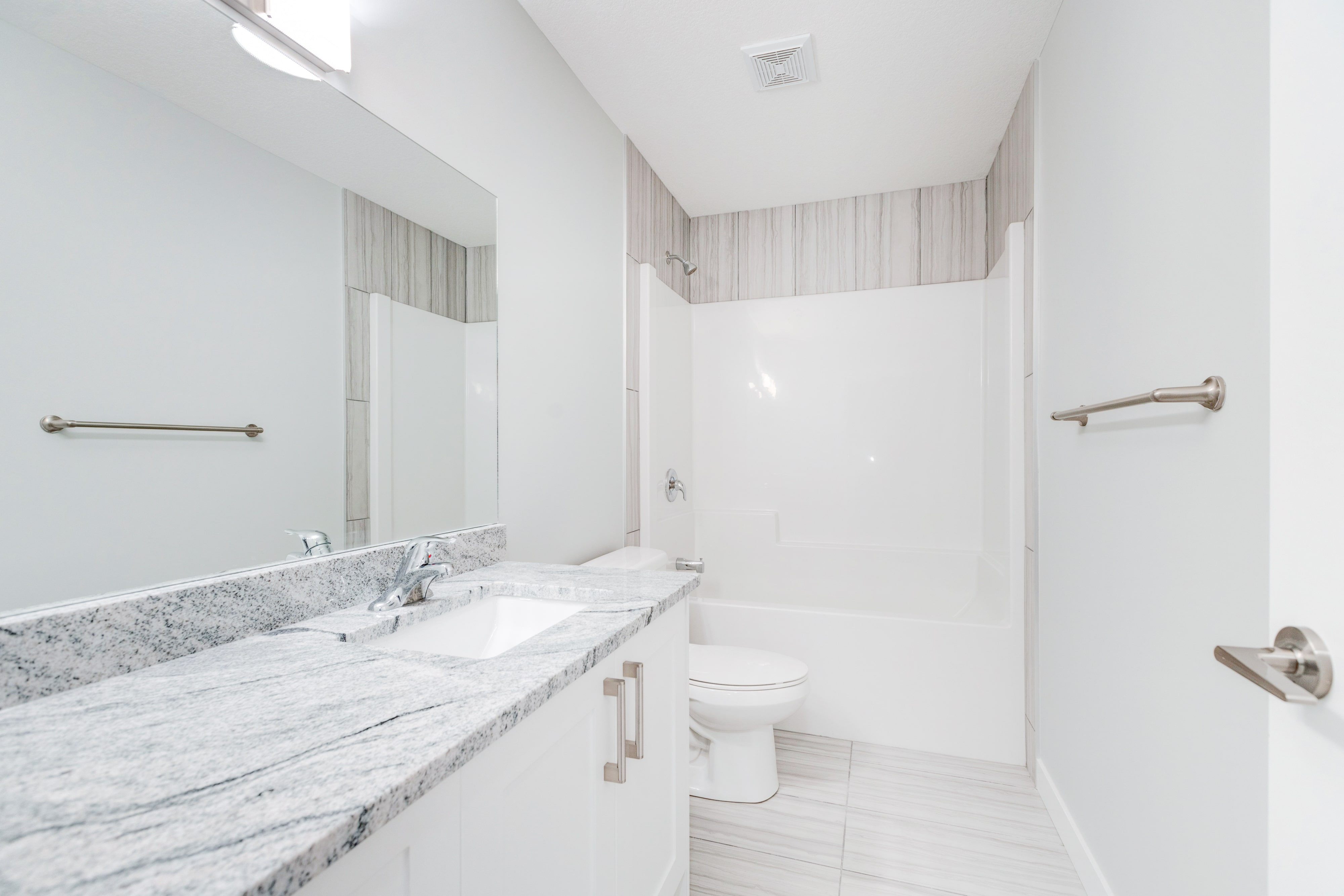 Roca - Main Bathroom-min